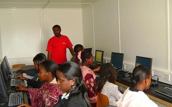 49you美图趣事 - 非洲网吧实拍:网费1小时2美元,开个网页要五六分钟